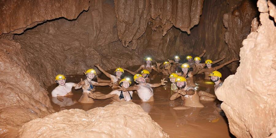 Tắm bùn sông Chày Hang Tối
