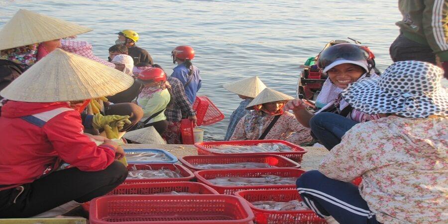 Chợ cá Đồng Hới