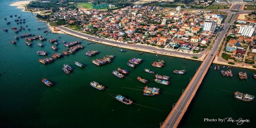 Thành phố Đồng Hới bên sông Nhật Lệ