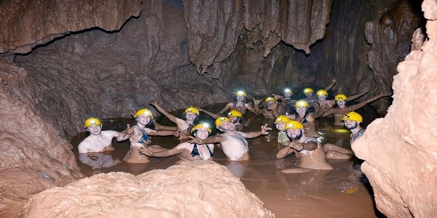 Tắm bùn tại Hang Tối