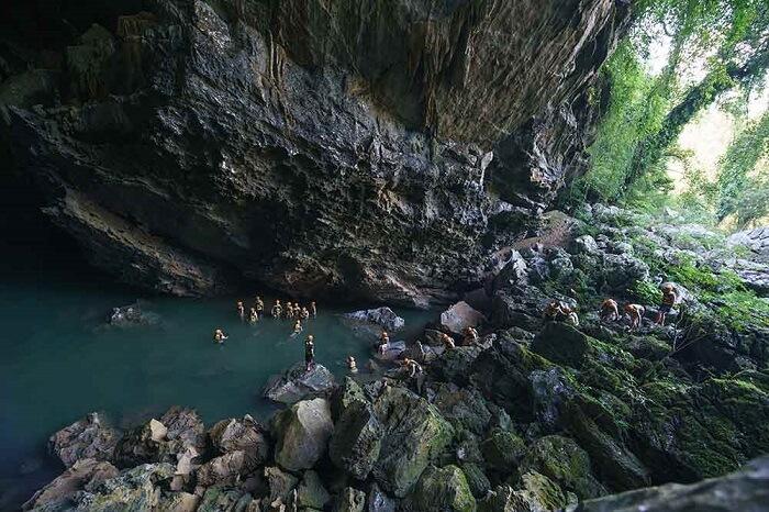 Đường vào hang Trạ Ang