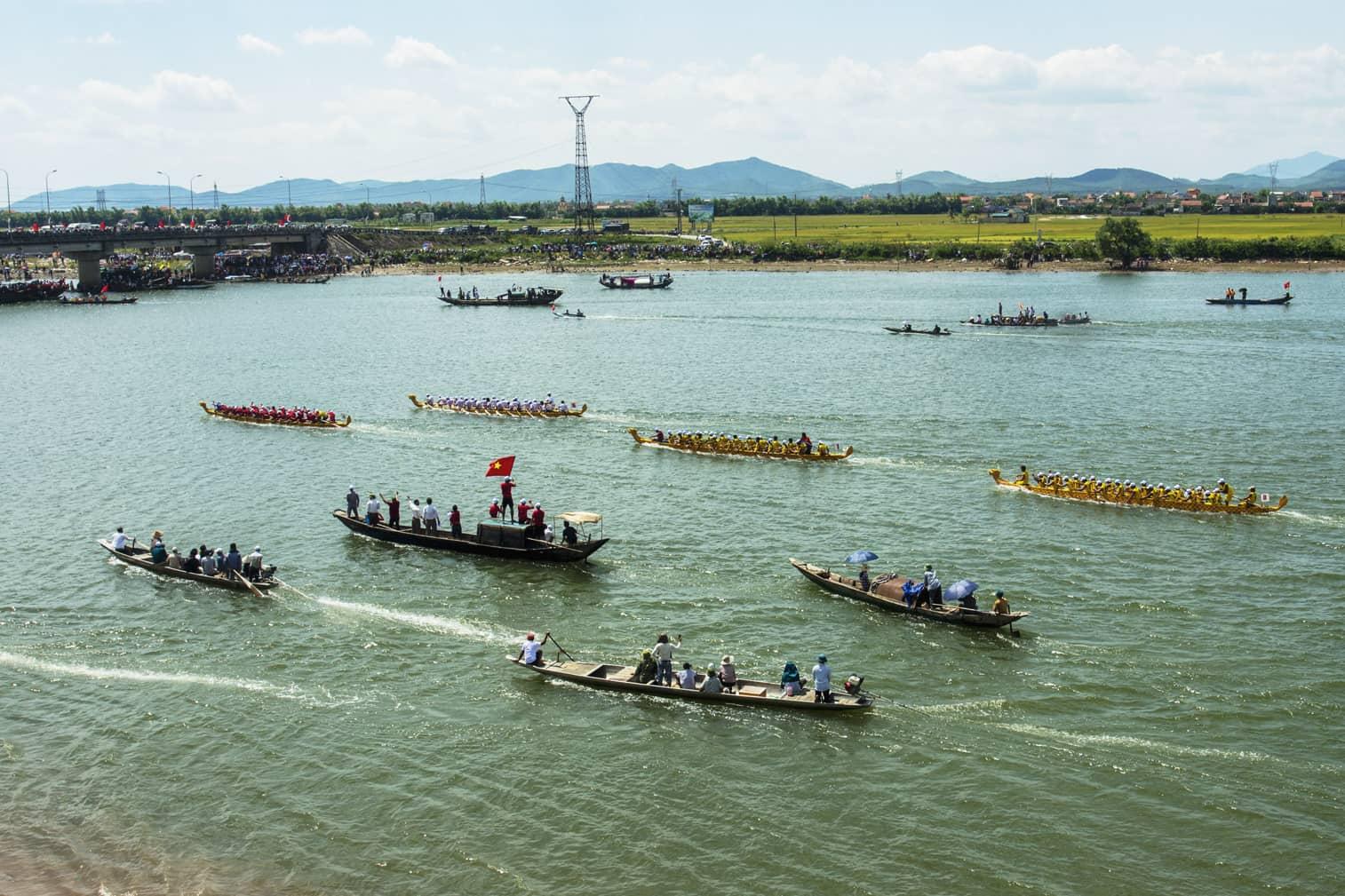 Đua thuyền trên sông Gianh