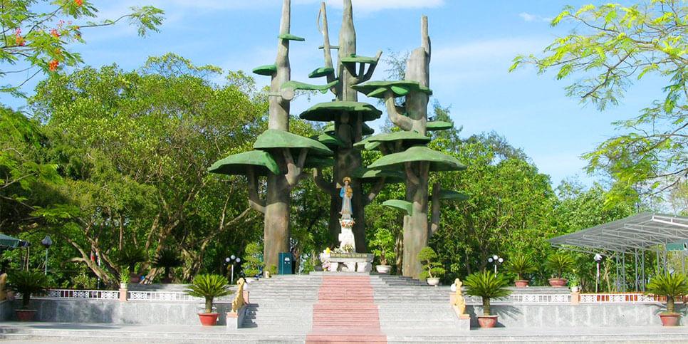 Linh đài Đức Mẹ La Vang