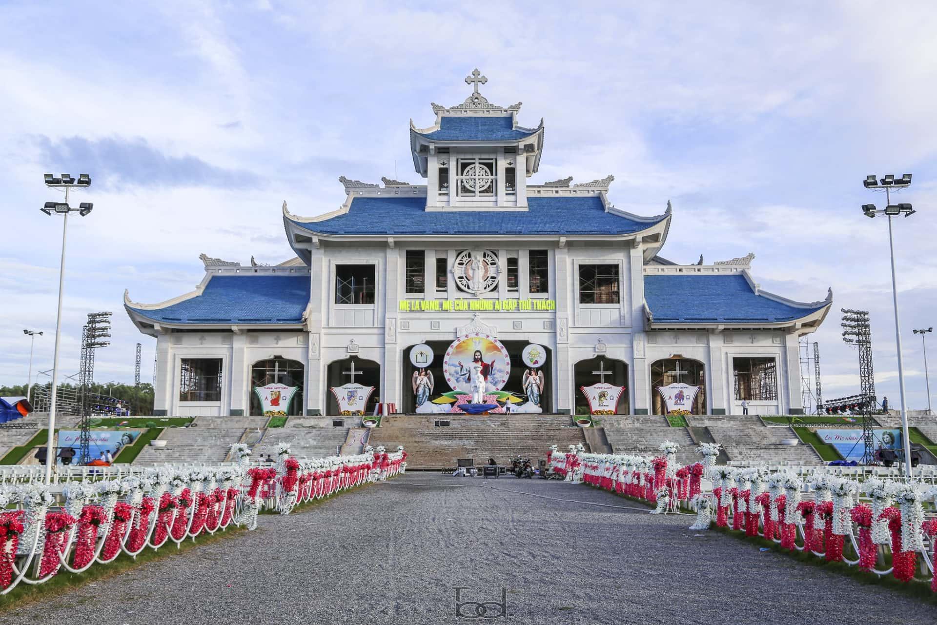 Vương cung thánh đường Đức Mẹ La Vang mới