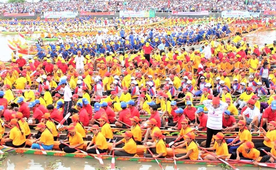 Các đội đua thuyền sông Kiến Giang