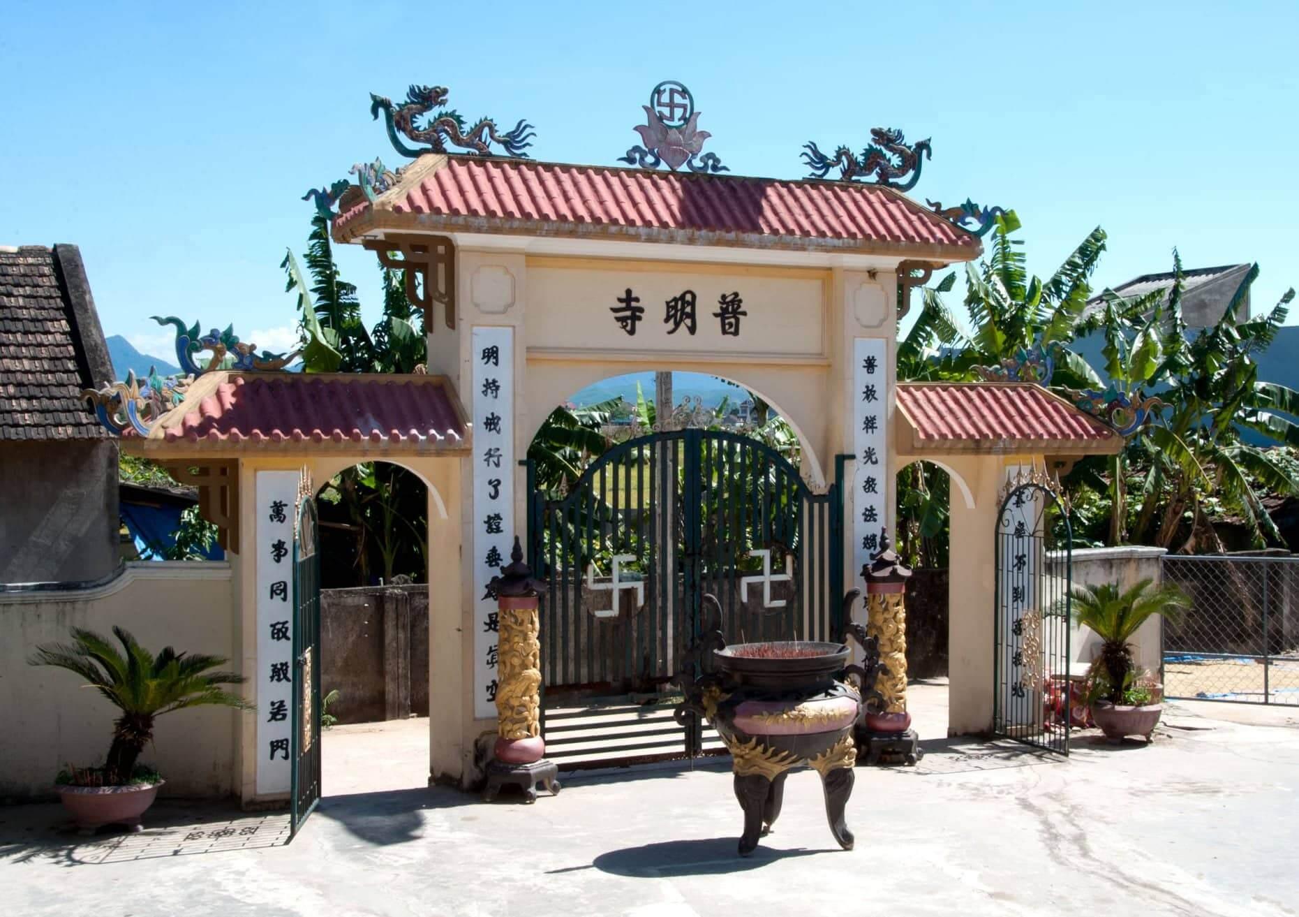 Cổng chùa Phổ Minh
