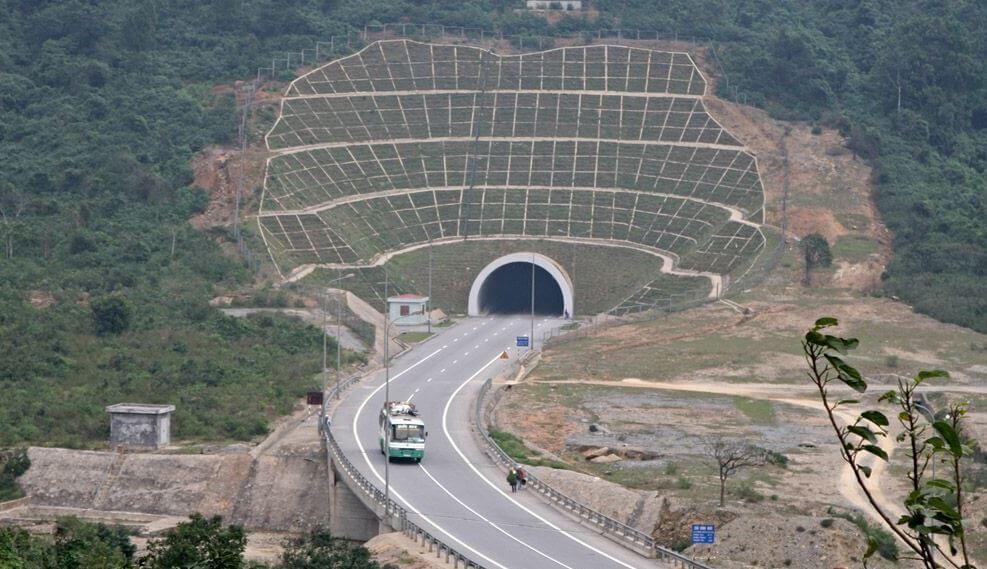 Hầm đèo Ngang